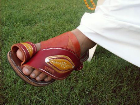 Saudi_sandals-_A_close-up